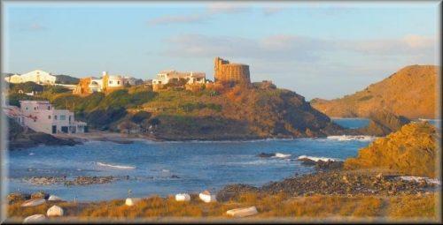 Cala Mesquida esta protegida por este Bunker, torre de defensa construida por el ejercito Ingles en el periodo que Menorca fue colonia de Inglaterra