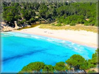 lLa espectacular playa de Trebaluger, a la primera vista deja claro porque es una de las abanderadas declos conservacionistas de Menorca
