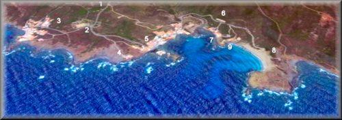 Mapa de la costa norte del Puerto de Maó, vista aérea de playa y la población de Cala Mesquida y la urbanización de Es Murta