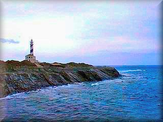 El Faro en si es lo menos interesante, la costa de rocas negras y las playas virgenes si que son muy de interes, es parte del Parque albufera de Es Grao