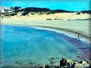 Son Saura, es la primer playa virgen, bella, grande impresionante que nos encontramos si venimos desde la urbanizaciones de Calan Bosch y Son Xoriguer, sur de Ciudadela