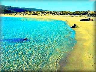 La playa de Algaiarens en el área de La Vall es una playa que casi no ha tenido visitas, por que el camino de acceso era privado, hoy todavía es limitado el aforo