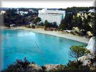 Cala galdan, dispone de un exelente planta hotelera, como el Hotel Cala galdana, el hotel Audax el Sol Elite Aavilanes y el Aparthotrl Flora Mar