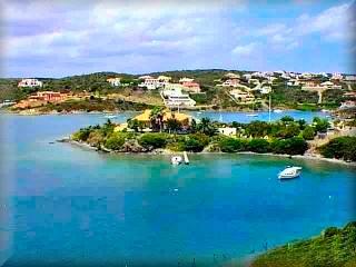 Cala Llonga, es la mas grande de las urbanizaciones de nueva construcción de Mahón, y seguramente de Menorca y con la construcción de casas y chalet mas grandes y de mas lujo de la isla