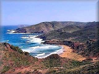 Cala Pilar la reina del lugar, es con mucho, la playa mas interesante de este itinerario en la costa norte de la isla