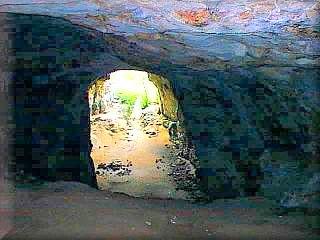 La mas grande y espectacular cueva de Menorca es Sa Cova de Coloms, en el barranco de Binigaus en Es Migjorn Gran, el sitio merece una excursión