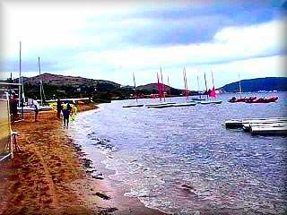 La baia de Fornells cunta con varias activbidades de ocio nautico, es una de las Esataciones Nauticas de Menorca, ademas de puerto comercial y deportivo y el Club Nautico Fornells