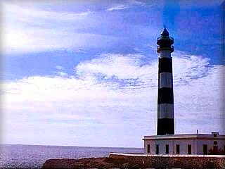 El Faro del cabo de Artrutx en Ciudadela de Menorca, marca el limite de las costa de levante y la costa sur