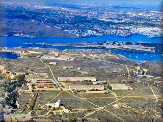 Vista aérea de la fortaleza de La Mola de Maó, base militar a la entrada del Puerto de Mahón hoy museo militar