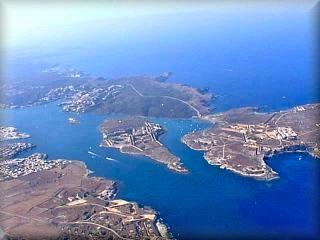 Puerto de Mao, vista aérea del principal puerto de Menorca, su extensión ronda los cinco km, sobre la que se asienta las poblaciones de Es Castell y la ciudad de Mahón, capital de la isla de Menorca