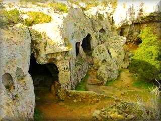 Necroplis de Cala Morell, vista de las cuevas de entrerramiento del poblado prehistirico de Morell en la costa de poniente de  Ciutadella Menorca islas Baleares
