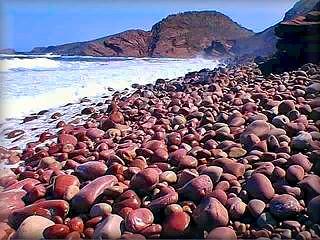 La cala de Sa Bombarda, como se aprecia en la fotografía es una playa de
