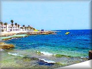 S`Algar es una de las urbanizaciones mas grandes de la costa de Sant Lluis vista de la zona de plataformas costeras