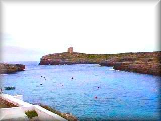 Panoramica de Cala Alcaufar vista a la torre de defensa, Bunker que potegia de los desembarcos en la playa