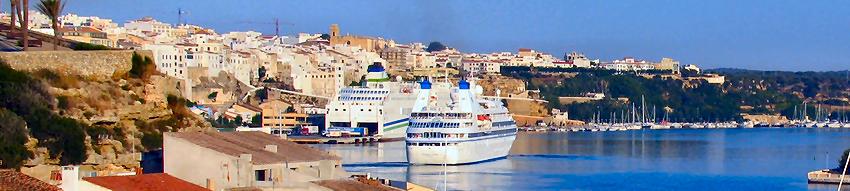 Los crucero y el ferri de acciona trasmediterranea en el Puerto de Mahon Menorca Islas Baleares