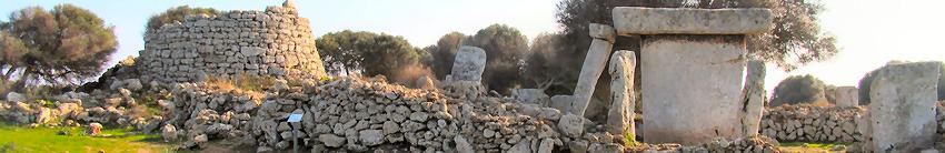 Prehistoria de Menorca, vista del Talaiot y la Taula de Talati de Dal, junto al poligono industrial de Mahon